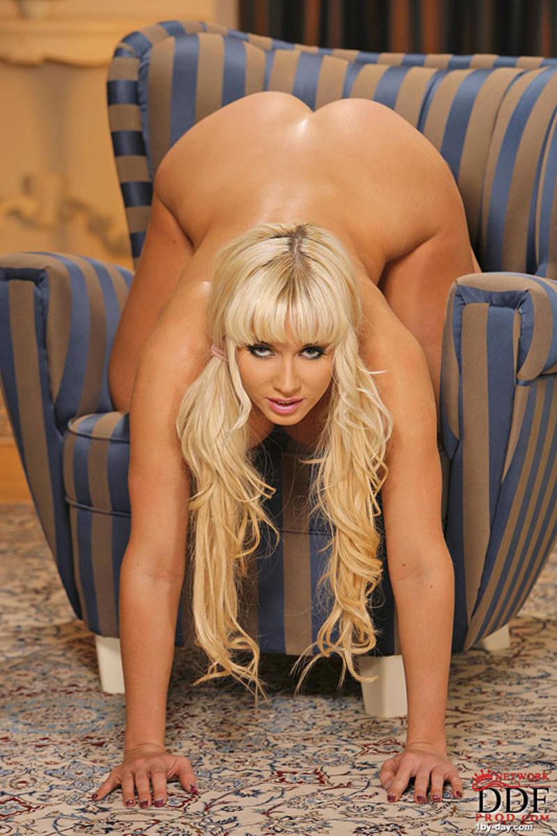 blondinka-s-chelkoy-porno